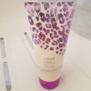 Victoria's secret love spell blush hydrating body lotion
