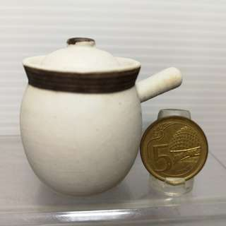 Dollhouse Miniature : A ceramic white pot