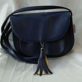MARY sling bag