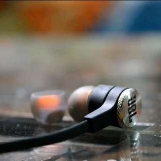 JBL Synchros e10 earphones