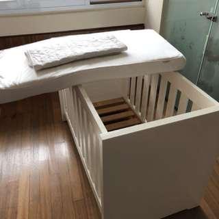 Modern design solid baby cot