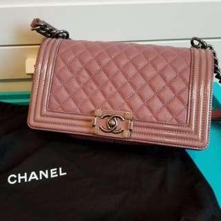 Boy chanel dirty pink 25cm ,配復古灰黑銀鍊,98%新,有單有盒有塵袋,$26000