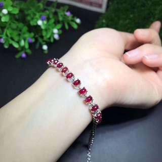 銀鑲天然鴿血紅紅寶手鍊。石尺寸4*6 , sliver natural pigeon blood Ruby bracelet