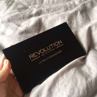 REVOLUTION Makeup palette