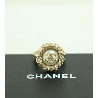 99% New CHANEL A63052 金色 紐紋 閃石 珍珠 CC Logo 戒指 戒子 Gold Crystal and Pearl CC Logo Ring