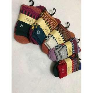 日本tutuanna民族風幾何圖騰拼色中筒襪毛襪
