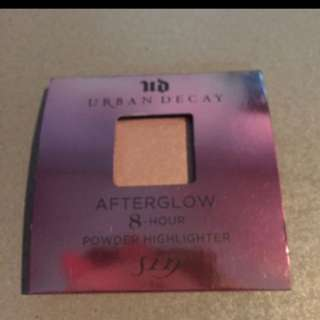 Urban Decay 8 Hour Powder Highlighter Sin
