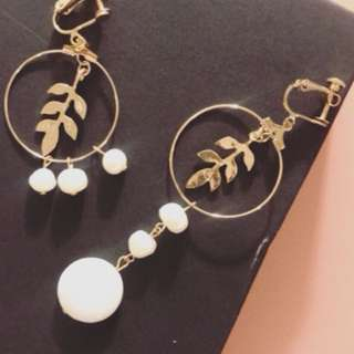 Non-piercing Leaves & Pearls Earrings