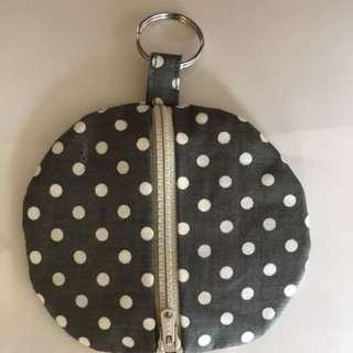 Fabric zipped round purse