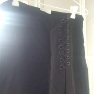 Witchery Size 8 Black Skirt With Side Details On Hip