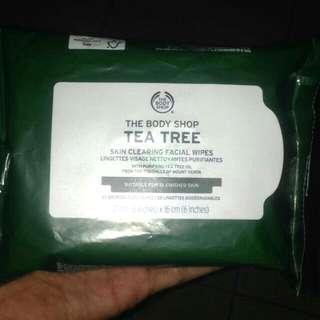 TEA TREE Skin clearing facial wipes
