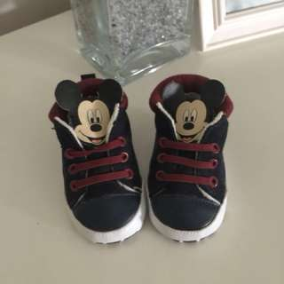 Newborn shoes (Disney Baby)