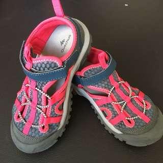 Decathlon tracking sandals for girl