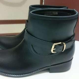 🚚 【二手】R&BB皮帶黑短雨靴_35號