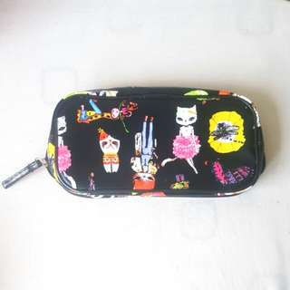 Brush cosmetic pouch