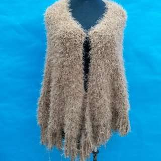 全新手織毛冷潮款披肩,勁暖,啡色,減價啦,50元一件,100元三件