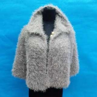 全新手織毛冷潮款短披肩,勁暖,銀灰色,減價啦,50元一件,100元三件