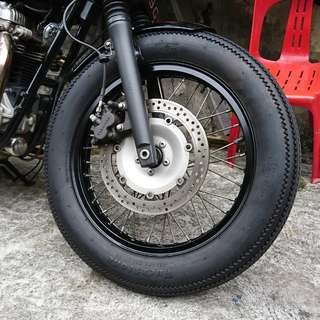Cafe racer Fuckstone deluxe champion tyres