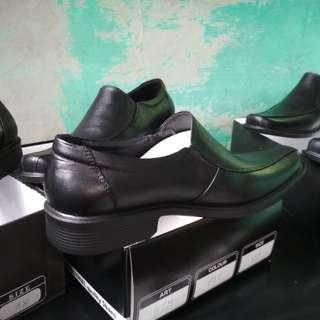 Sepatu pantofel full kulit