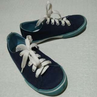 kids shoes/sneakers