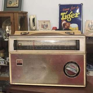 Vintage Radio (for display only)