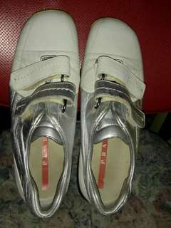 Prada Rubber Shoes fem size 7 for only 2.3k !!!