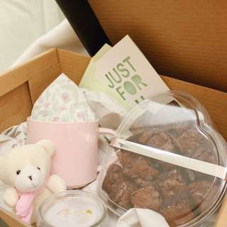 Valentines special brownies pink gift set