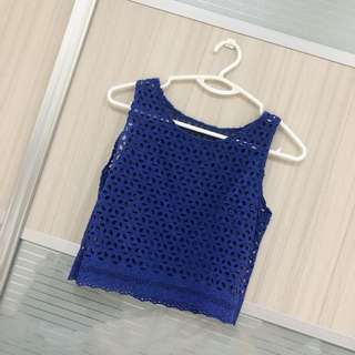 Blue cropped crochet top
