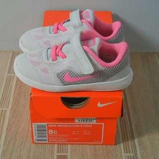 Nike Revolution 3 8c