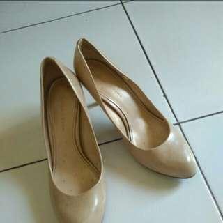 Sepatu Charles & Keith wanita