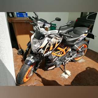 1,011KM MILEAGE 2014 KTM DUKE 390 ABS WITH FULL AKRAPOVIC EXHAUST & K&N AIR FILTER