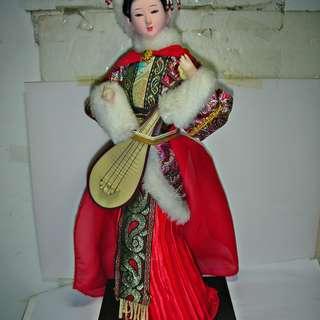 🚚 aaL皮商旋.已稍有年代高約31公分中國美女王昭君娃娃!--保存良好當擺飾佳值得收藏!!/5廳保險箱上/-P