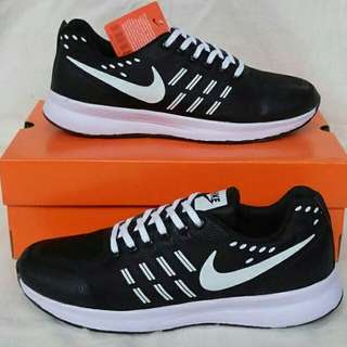 Nike zoom free run black white