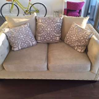 💕Tufted Couch. Excellent Condition 💕