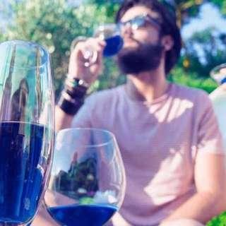 除了白酒和紅酒,現在還有「藍酒」!