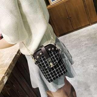 韓版新款復古英倫風格子單肩包水桶包斜跨包小包包 手袋