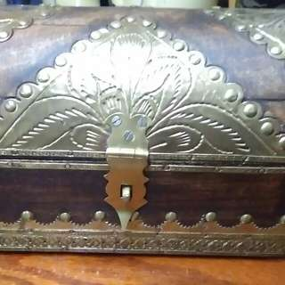 Antique jewellry box wooden brass (price negotiable)