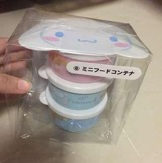 Cinnamon roll mini food container