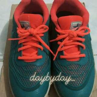 Sepatu Trekkers