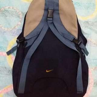 Nike背包,少用,至少8成新。環保價。