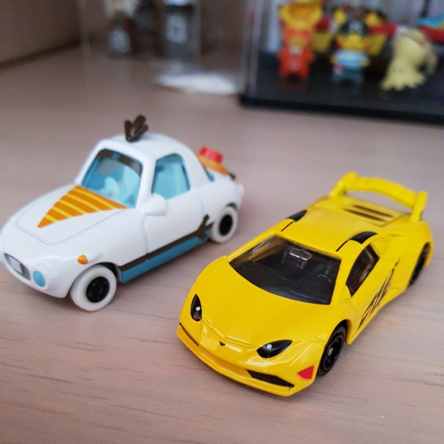($4) Tomica cars
