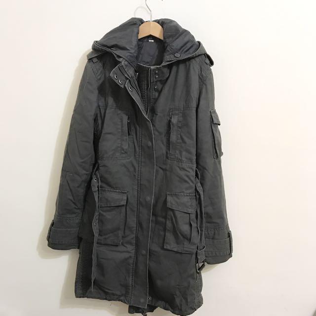 深灰色軍裝外套