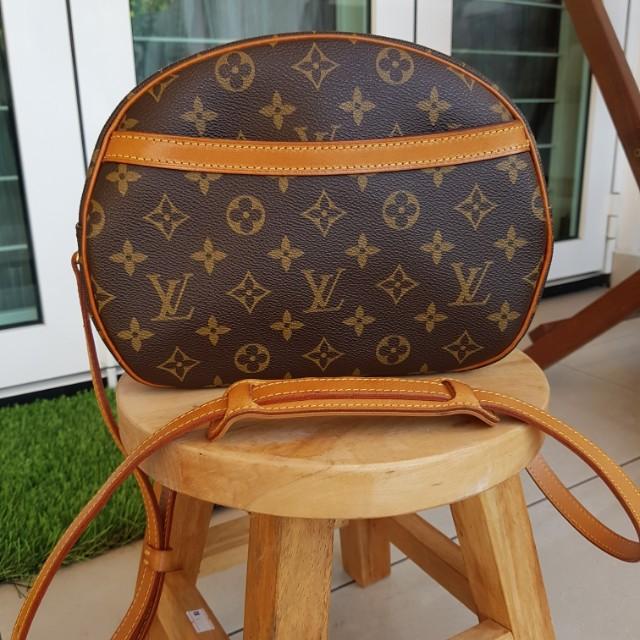 20ec3b1dd7f5 Authentic Louis Vuitton LV Monogram Canvas Blois Cross Body Shoulder ...