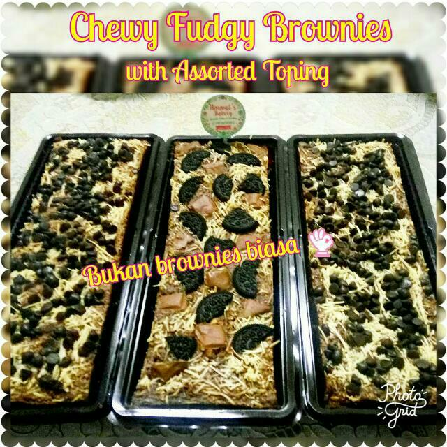 Brownies Kekinian (Chewy Fudgy Brownies) With Assorted Toping