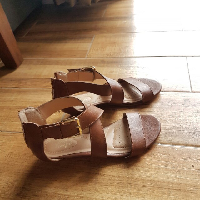Dexter Comfort Leather Sandals with Buckle size 7.5 womens