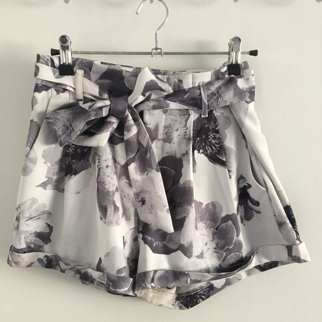 Floral Tie Up Shorts