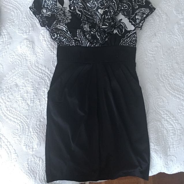 Formal wear dress with pockets