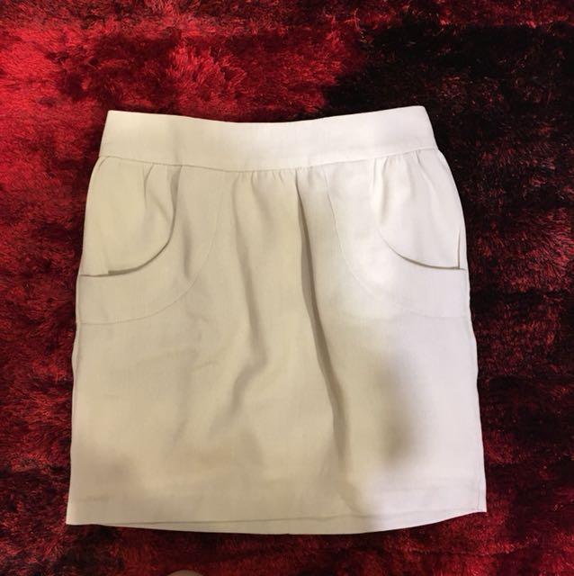 Include postage Skirt UK6