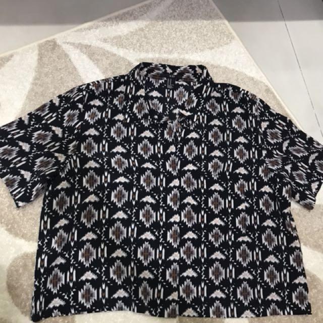 Kemeja mirip batik
