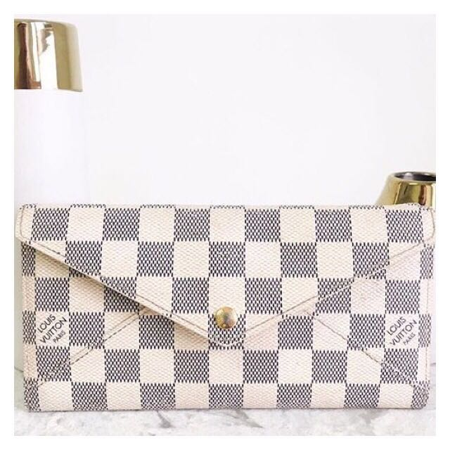 Louis Vuitton Neverfull Wallet and Pouch